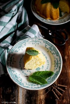 Ciambella al limone e salvia _ Bundt cake with lemon and sage