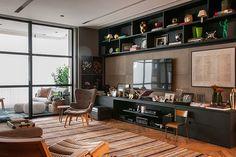 apartamento morumbi, em são paulo | projeto: marina linhares | marina linhares combina texturas, cores, arte e design nacional para criar um apartamento de atmosfera cosmopolita