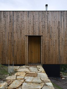 Completed in 2010 in Wellington Park, Australia. Images by Ben Hosking, Megan Baynes. The Little Big House is located upon the eastern slopes of Mount Wellington, high above Hobart. Facade Design, House Design, Little Big House, Small Country Homes, Wood Facade, Timber Cladding, External Cladding, Modern Rustic Homes, Interior Design Boards