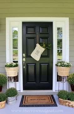 Front Door Paint Colors - Want a quick makeover? Paint your front door a different color. Here a pretty front door color ideas to improve your home's curb appeal and add more style! Best Front Door Colors, Front Door Paint Colors, Painted Front Doors, Front Door Porch, House Front Door, Front Door Decor, Porch Entrance, Porch Roof, Front Entry