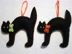 Hand~crafted felt halloween cat ornament pair x Moldes Halloween, Halloween Sewing, Adornos Halloween, Halloween Quilts, Halloween Trees, Halloween Cat, Halloween Decorations, Halloween Pillows, Chocolat Halloween
