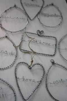 andrella liebt herzen: Januar 2011 andrella loves hearts: January 2011 Image Size: 427 x 640 Source Christmas Fair Ideas, Christmas Crafts, Wire Crafts, Metal Crafts, Art Fil, Wire Ornaments, Chicken Wire, Beads And Wire, Wire Art