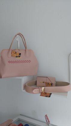 bolso, billetera y correa en cuero, elaborado a mano