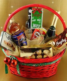 Holiday Gift Baskets, Themed Gift Baskets, Holiday Gifts, Christmas Gift Baskets, Christmas Gift Box, Raffle Gift Basket Ideas, Fruit Flower Basket, Corporate Gift Baskets, Wedding Welcome Gifts