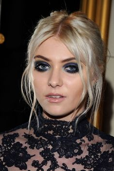 Taylor Momsen Smoky Eyes - Taylor Momsen attended the Marchesa fall 2012 fashion show with super-smoky eyes done in shades of metallic midnight blue and icy azure.