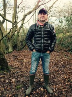 Great look for autumn: bubble vest, skinny jeans and, of course, rubber wellies