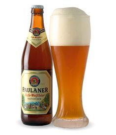 Paulaner Hefe-Weißbier - München, Germany step aside water it is a work for beer! Cerveza Paulaner, Cocktails, Pilsner Beer, All Beer, Beer 101, Wheat Beer, Beer Brands, Wine And Liquor, German Beer