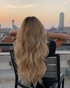 Blonde Hair Shades, Blonde Wavy Hair, Blonde Hair Looks, Blonde Hair For Summer, Blonde Hair With Layers, Blond Hair Colors, Natural Blonde Hair With Highlights, Blonde Hair Types, Beige Hair Color