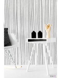 Zwart-wit behang Strepen Zwart-wit vliesbehang met een patroon van strepen. Leuk voor in de stoere monochrome jongens of meisjeskamer. Het non woven, dubbellaags vliesbehang is van hoge kwaliteit . De voordelen van dit behang zijn: Het behang is eenvoudig aan te brengen. Je hoeft alleen de muur in te smeren met lijm en niet het behang. Je hebt geen behangtafel nodig. Bevat geen milieu- en gezondheidsbelastende substanties en is biologisch afbreekbaar Het behang is heel sterk. Het behang is…