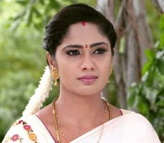 Beautiful Saree, Beautiful Indian Actress, Beautiful Women, Long Indian Hair, After Marriage, Indian Hairstyles, India Beauty, Indian Actresses, Beauty Women
