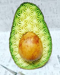 Using just an x-acto knife, Japanese artist Gaku creates impressive fruit art bursting with geometric patterns.