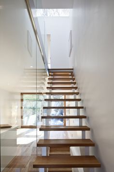 Glass and wood. Amazing! #minimalist #stairs \ House by: Kyra Clarkson Architect \ Toronto, Canada