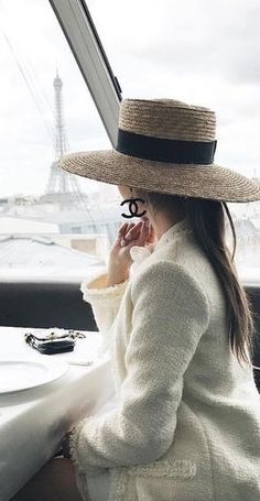 Surround yourself with beauty. Parisienne Chic, Coco Chanel Moda, Parisian Chic Style, Pamela, Love Hat, Pierre Balmain, Classy And Fabulous, Look Chic, Hats For Women