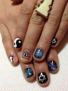 I love the galaxy nails
