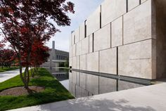 Facade in limestone - The Barnes Foundation In Philadelphia by Tod Williams and Bille Tsien Architects
