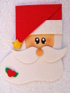Deixe a mesa da ceia de Natal super diferente. Temos aqui uma ideia de porta talher feito com EVA em formato de Papai Noel.