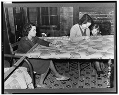 Mississippi, 1939 Library of Congress, Russell Lee photograph Another way to look at the history of quilting for pay is through wri. Old Quilts, Antique Quilts, Vintage Quilts, Vintage Sewing, Vintage Patterns, Vintage Pictures, Old Pictures, Old Photos, Quilt Pictures