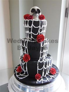 25 Wedding cakes with skulls Skull Wedding Cakes, Gothic Wedding Cake, Gothic Cake, Halloween Wedding Cakes, Diy Wedding Cake, Halloween Cakes, Skull Cakes, Wedding Ideas, Different Kinds Of Cakes