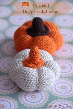 Calabaza Amigurumi (2 tamaños)- Patrón Gratis en Español aquí: http://cogiendohebra.blogspot.com.es/2014/10/calabazas.html