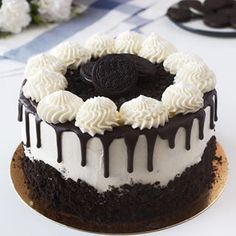Chocolate and hazelnut cake - HQ Recipes Oreo Biscuits, Oreo Ice Cream, Bolo Cake, Hazelnut Cake, Yogurt Cake, Oreo Dessert, Oreo Cheesecake, Drip Cakes, Cake Tins