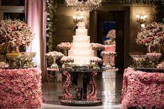 Festa de luxo ♥ Julia Mocellin – Inesquecível Festa 15 Anos Wedding Centerpieces, Wedding Decorations, Table Decorations, Rose, Birthday, Party, Channel, Cakes, Bedroom