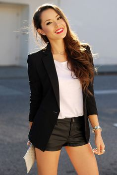 Classic black blazer with an off-duty twist! Outfit inspiration via Hapa Time. Hapa Time, Jessica Ricks, Best Fashion Blogs, Look Blazer, Oversized Blouse, Fashion Looks, Glamour, Maternity Tops, White Tees