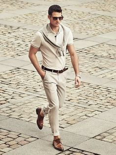 Tenue: Pull à col rond beige, Polo beige, Pantalon chino beige, Chaussures derby en cuir brun Fashion Moda, Look Fashion, Fashion Outfits, Modern Fashion, Prep Fashion, Fashion Spring, Fashion Wear, Fashion Tips, Casual Wear