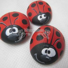 It& easy to paint stones now. From the sea side, from the outside . Pebble Painting, Pebble Art, Stone Painting, Stone Crafts, Rock Crafts, Arts And Crafts, Diy Crafts Images, Painted Rocks, Hand Painted