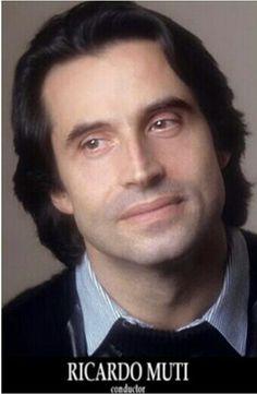 Oh , how SUDDENLY Irka - Oiseu & 6.30 club start BAILAR arownd Maestro Riccardo Muti...A-ha-ha :))) Who is he , once again, Shalava podzabornaja - Oiseu deshevka :) ????