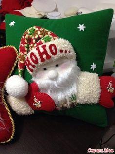 Christmas Chair, Christmas Cushions, Christmas Table Decorations, Christmas Colors, Christmas Stockings, Holiday Decor, Magical Christmas, Christmas Holidays, Christmas Crafts