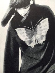 Yamaguchi Sayoko 山口小夜子 (1949-2007) - Japan - 1976 Yamaguchi, Darkside, Arte Obscura, My Vibe, Japanese Models, White Aesthetic, Supermodels, Cool Pictures, Fashion Photography
