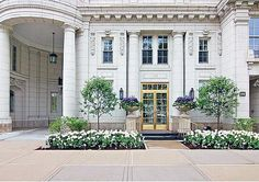 Oprah's 4,600-sq ft, 13-room mansion, built in 1913 and perched on ritzy East Lake Shore Drive, Chicago, boasts 10-ft ceilings, two foyers (one inner, one grand), a formal dining room, a solarium, a butler's pantry, a wine room, and three bedrooms. The apartment boasts access to a private elevator, a wood-paneled library, huge jacuzzi jet tubs, granite counter tops and wood floors. Since buying the place Oprah has never moved in there and prefers staying in her 15,000 sq ft duplex nearby.