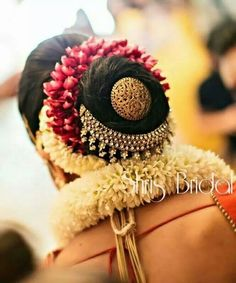 Super Indian Bridal Hair Style For Long Hair Acupressure Points Ideas Super indische Brautfrisur Indian Bridal Makeup, Indian Bridal Wear, Indian Wedding Hairstyles, Bride Hairstyles, Hairstyles For Gowns, Hairstyle Wedding, Hairstyles Haircuts, Hairstyle Ideas, Bridal Hairdo