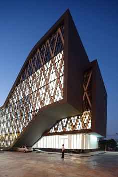 Saengthai Rubber Headquarter by Atelier of Architects-Saengthai Rubber Offices Samutprakarn, Thailand - Build completed in 2015 Modern Architecture Design, Concept Architecture, Futuristic Architecture, Facade Architecture, Amazing Architecture, Archi Design, Facade Design, Exterior Design, Building Facade