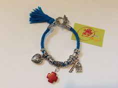 photo (51) pulsera Kumihimo azul turquesa con cruz roja y charms plateados.