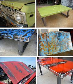 Le recyclage clairement est au plus haut de sa popularité. Ici une table basse avec le capot d'une vieille voiture. L'effet est magnifique avec du caractère !