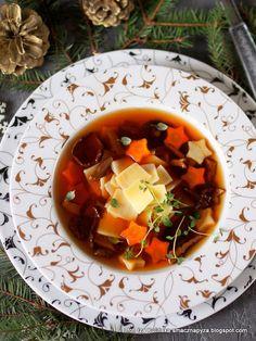 zupa wigilijna, bulion warzywno grzybowy, bulion grzybowo warzywny, potrawy na wigilijny stol, dania na wigilie, grzyby, zupa borowikowa z lazankami, czysta grzybowa Dog, Ethnic Recipes, Christmas, Ideas, Polish Soup, Christmas Meals, Diy Dog, Xmas, Doggies
