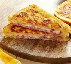 Try a French classic with a croque monsieur recipe! Classic Croque Monsieur is a ham & cheese sandwich dipped in French toast batter & baked until crunchy. Snack Recipes, Cooking Recipes, Snacks, French Toast Batter, Mozarella, Kraft Recipes, Soup And Sandwich, Pizza, Wrap Sandwiches