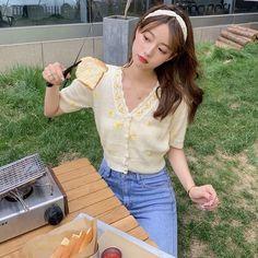 Ulzzang Fashion, Kpop Fashion Outfits, Asian Fashion, Girl Fashion, Ulzzang Korean Girl, Cute Korean Girl, Asian Girl, Aesthetic Couple, Aesthetic Clothes