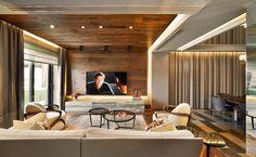 Koray Yavuzer Mimarlık | American Walnut Parke #parquet #parke #woodflooring #parquetflooring #design #livingroom #architect #architecture #interiordesign #interior #homedesign #livingroom #wallpannel #walldesign #hungarianherringbone |