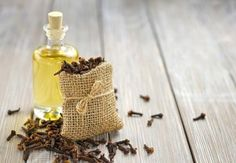 Along with being great remedy for toothache, clove oil also has benefits for your overall health. Learn more about benefits of clove oil and how to make it Natural Home Remedies, Natural Healing, Herbal Remedies, Cold Remedies, Holistic Healing, Health Remedies, Bloating Remedies, Pimples Remedies, Essential Oils For Cancer