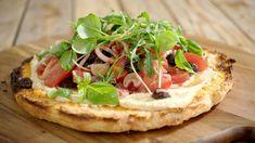 Turks brood met hummus en salade van tomaat | Dagelijkse kost Good Food, Yummy Food, Cooking Recipes, Healthy Recipes, Happy Foods, Turks, Foodies, Hummus, Food Porn