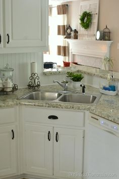 Painting kitchen cupboards: an expert artist gives tips on how to coloring kitchen cabinets. A guide for remodelers planning to expertly color kitchen cabinets. Kitchen Cabinets Repair, White Kitchen Cupboards, White Gloss Kitchen, Kitchen Cabinet Colors, Kitchen Colors, White Cabinets, Laminate Cabinet Makeover, Painting Laminate Cabinets, Mdf Cabinets