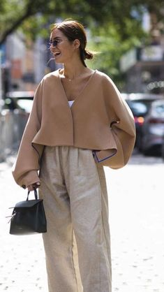 Street Fashion Trends The Raw Straight Cut Jeans Look Fashion, Fashion Outfits, Womens Fashion, Curvy Fashion, Fall Fashion, High Street Fashion, Winter Street Fashion, Beige Outfit, Quoi Porter