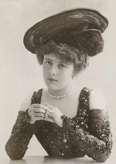 Vintage Photos Women, Vintage Photographs, Court Dresses, Bnf, Edwardian Era, Silent Film, Portraits, Belle Epoque, Prints