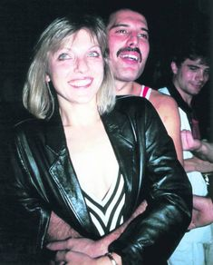 Freddie Mercury's secret relationships with women - from threesomes with famous actresses to secret parties with Sam Fox and Princess Diana - and a beautiful blonde 'wife' Mary Austin Freddie Mercury, Queen Freddie Mercury, Queen Love, Save The Queen, Freedie Mercury, Roger Taylor, Rock Festivals, Queen Band, John Deacon