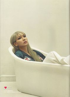160412 CL's new pic for Highsnobiety. Lee Chaerin, Cl Fashion, Cl 2ne1, Yg Entertainment, Mood, Girl Group, Bean Bag Chair, Rapper, Singer