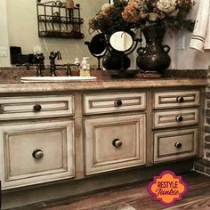 Antiqued bathroom Annie Sloan Chalk Paint And Wax, Chalk Paint Wax, Annie Sloan Paints, Chalk Paint Furniture, Furniture Projects, Diy Furniture, Cabinet Refinishing, Staining Cabinets, Diy Cabinets