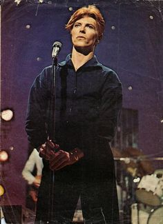 "Bowie circa 1976, performs ""Five Years"" on the ""Dinah!"" daytime talk show. talk about surreal.."