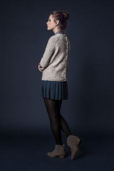 Chemise à pois CLEO - Pull en laine boutonné dos EDGAR - Jupe plissée JOFFRIN - Chaussures HOOK